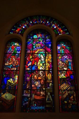 Chapelle Saint-Éloi :: d'Heumont à Réhon, vitraux Jacques Gruber
