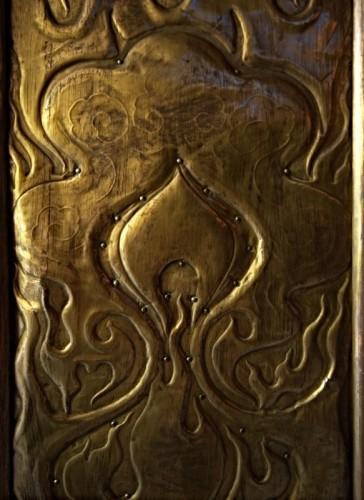 La-Chaux-de-Fonds, crématoire Art Nouveau, porte de cuivre, détail